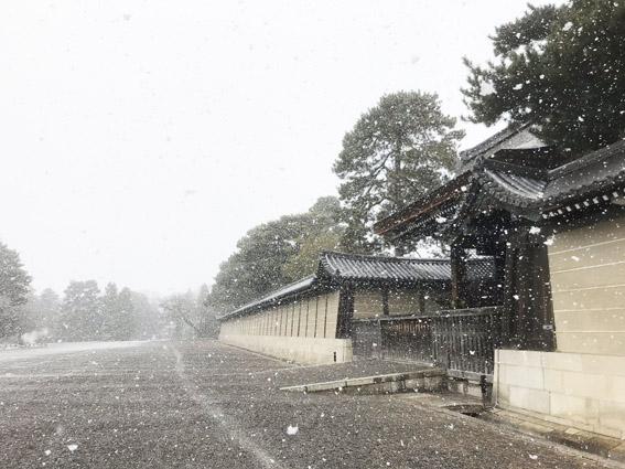 雪の京都御所と二条城 / ホテル・旅館1室でも開業可能に