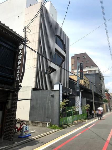 六角高倉通上ル・グローバル・エルシードの建築看板設置