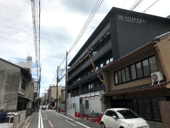 新町通・大和ハウスグループのホテル『MIMARU』の外観が見えてきました。