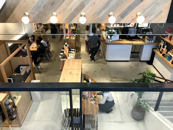 新たな四条通、au KYOTO 併設のカフェ「BLUE LEAF  CAFE (ブルー・リーフ・カフェ)