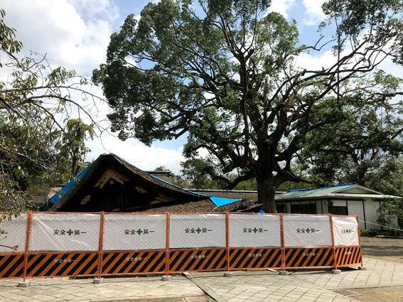 平野神社、崩れ落ちた拝殿