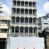 京都駅北東の『旅館 銀閣』にバリケード
