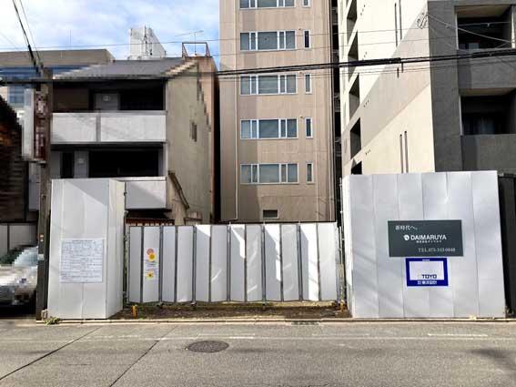 コロナ禍でホテル開発が止まる中、マンションデべロッパー『ダイマルヤ』の勢いが加速。人気の『御所南小学校エリア』にマンション計画地が。現在販売中の新築分譲マンション