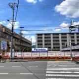 四条通、今井建設本社前、京都ファミリー東隣の敷地に新築分譲マンションの『パラドール』の看板が設置